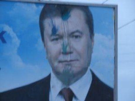 Испорченный билборд во Львове