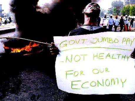 Нигерийцы недовольны повышением цен на топливо