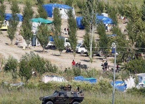 Люди розбили табір на турецькій стороні