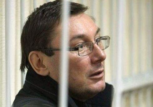 Юрій Луценко звертає увагу на прискорений темп ведення засідань