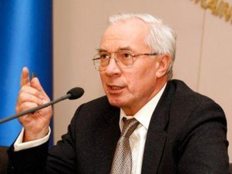 Азаров каже, що Україна щомісяця переплачує 1 мільярд доларів