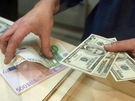 Курс гривны на межбанке упал до двухлетнего минимума