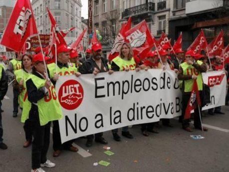 Члены профсоюза Unión General de Trabajadores во время митинга