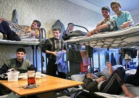Негативний стереотип про таджиків виник через масову трудову міграцію