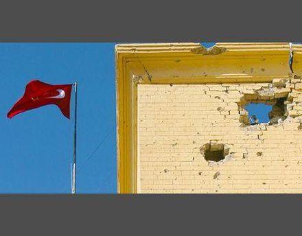 Один из снарядов попал в стену посольства