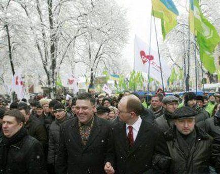 За мітинг опозиції учасникам платили