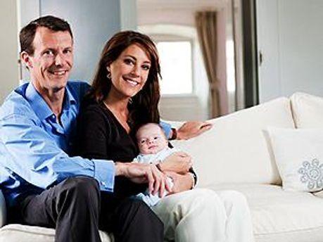 Принц Йоаким и принцесса Мари с первым ребенком