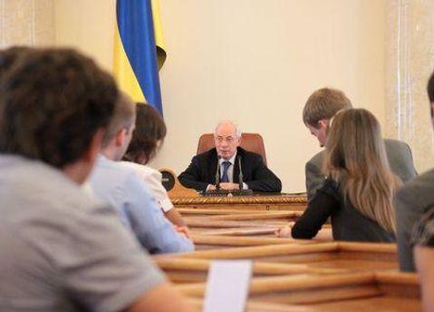 Потрапити до Азарова вдалося не всім студентам