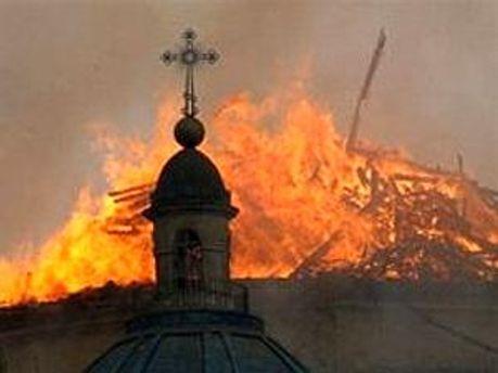 В соборе возобновился пожар