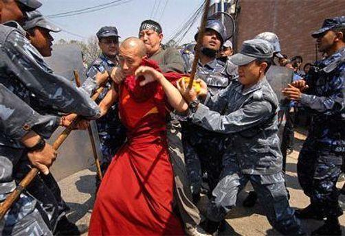 Мужчину хотели арестовать за листовки в поддержку Тибета