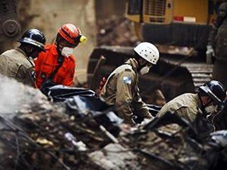 Спасатели не прекращают работу
