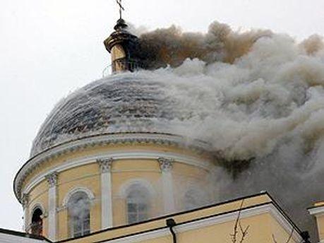 В результате пожара обрушился купол храма