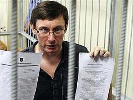 Луценко подал в суд США на главу ГПУ