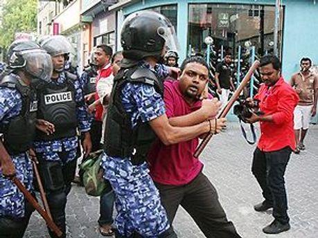 Сторонники экс-президента заявляют о мятеже