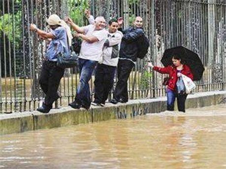 Из-за дождей в Австралии наводнение