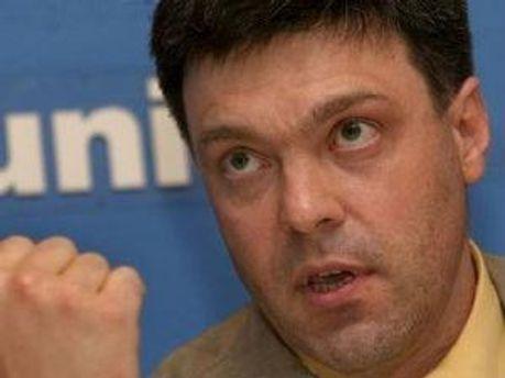 Тягнибок беспокоится возможностью усиления влияния России на Украину