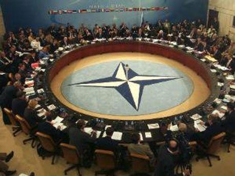 Долю військових в Афганістані вирішать на саміті в травні