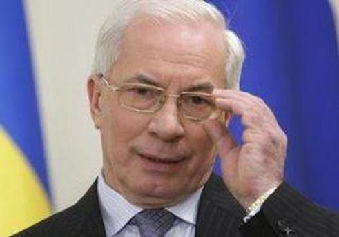 Николай Азаров уверяет, что работает над своим украинским