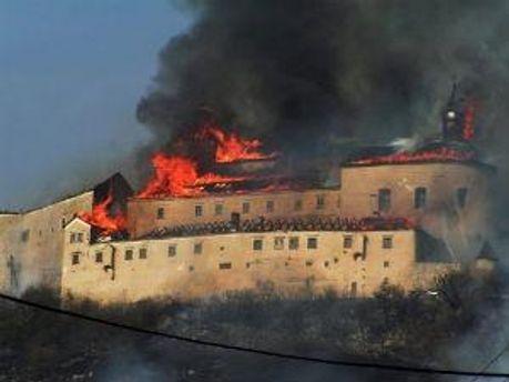 Влада Словаччини закликає населеня до допомоги у відновленні споруди