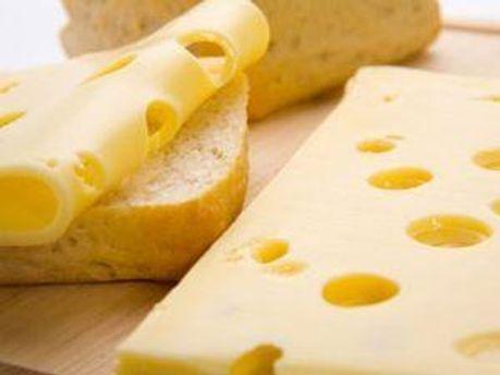 Из торговых сетей продолжают изымать украинский сыр