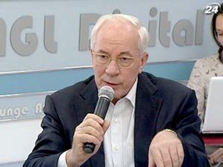 Азаров говорит о продолжении сложных переговоров
