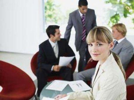 Жінкам комфортніше працювати з чоловіками