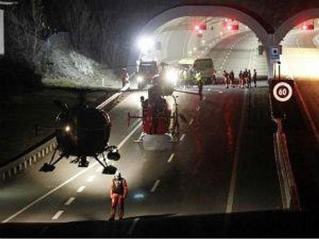 Авария произошла в туннеле