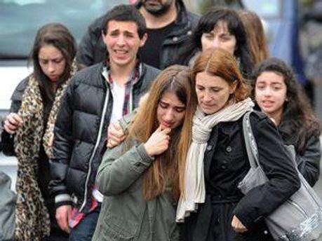 Близькі загиблих і постраждалих на місці трагедії