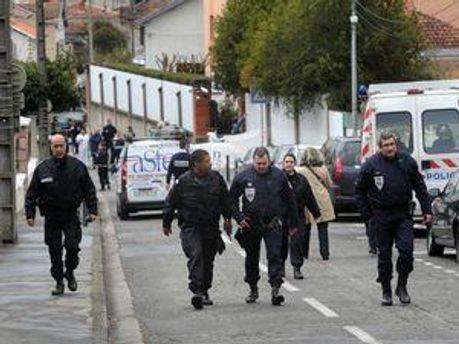 Следователи и полицейские на месте трагедии