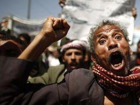Участники массовых акций протеста в Йемене