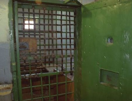 Мужчина повесился в тюремной камере