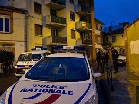 Поліція оточила будинок Мери