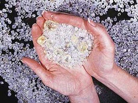 В чемодане обнаружили 1,7 кг алмазов