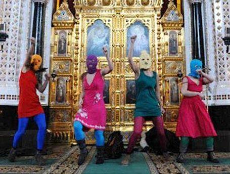 Участницы Pussy Riot в Храме Христа Спасителя
