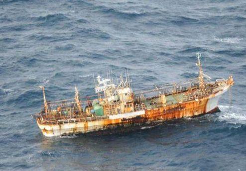Японский траулер у берегов Канады