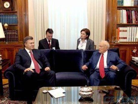 Виктор Янукович и Каролос Папулиас