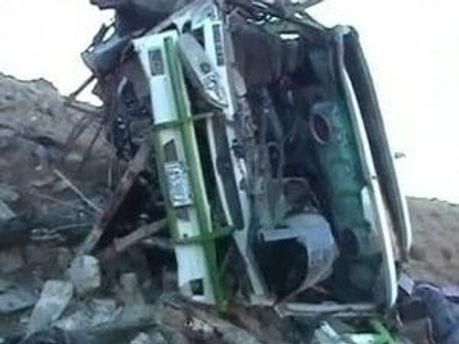 Автобус упал в пропасть