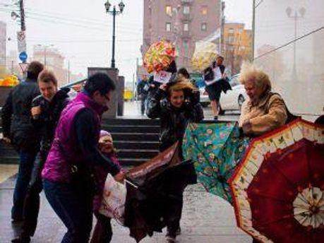 Весна в Україну прийшла із сильним вітром