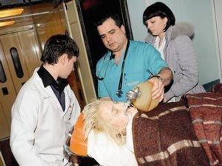 Оксана Макар в Донецком ожоговом центре