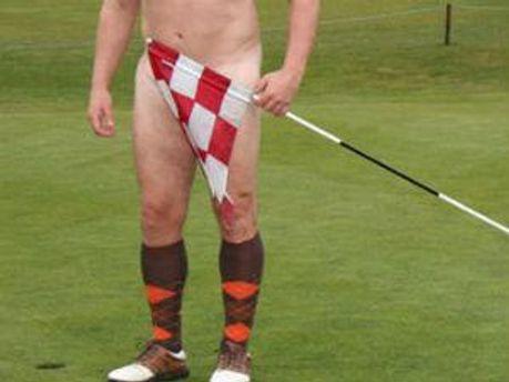 Голый игрок в гольф