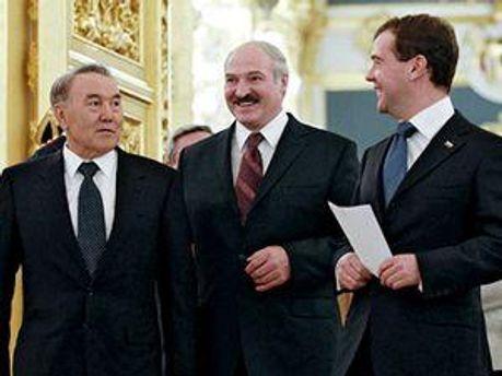 Президенти країн-учасниць Митного союзу: Нурсултан Назарбаєв, Олександр Лукашенко, Дмитро Мєдведєв