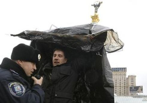 Милиция отобрала 6 палаток