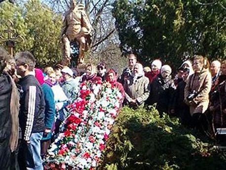 Фотографія з похорону Оксани Макар