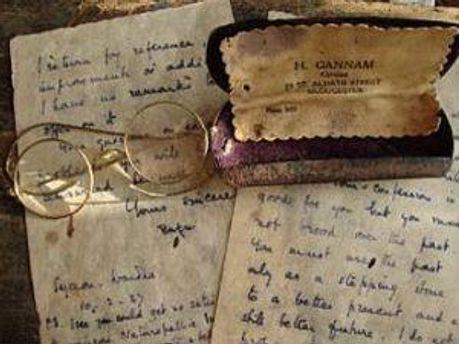 Окуляри та листи Ганді