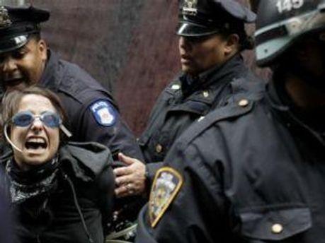 Поліція затримує учасників акції