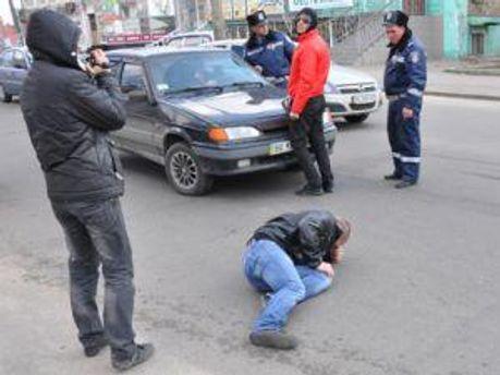 Журналист лежит после наезда