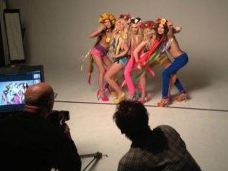 FEMEN во время творческого процесса
