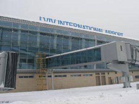 К Евро-2012 снова дорожают аэропорты