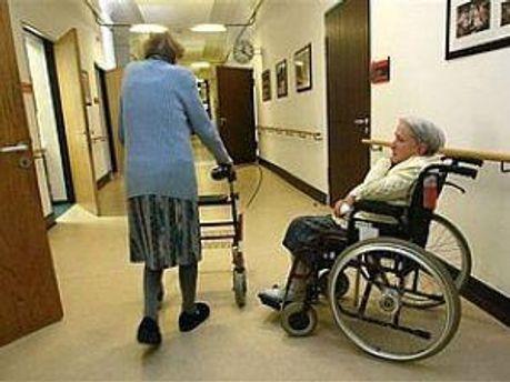 Пенсионеры останутся без гериатрической поликлиники