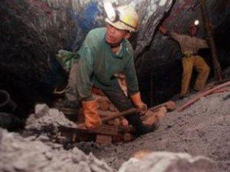 Порода в шахте обвалилась